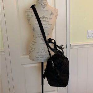 lululemon athletica Bags - Lulu Lemon black camo print crossbody gym bag.